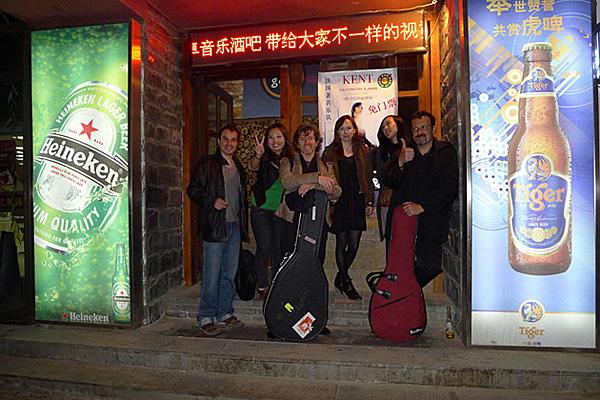 http://kent-artiste.com/photos/galerie/zoom/Sortie-Concert-Jinan.jpg